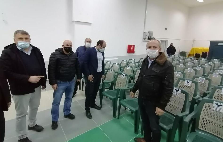 Граѓански здруженија од Едрене Турција донираа столици за Домот на културата во Конче