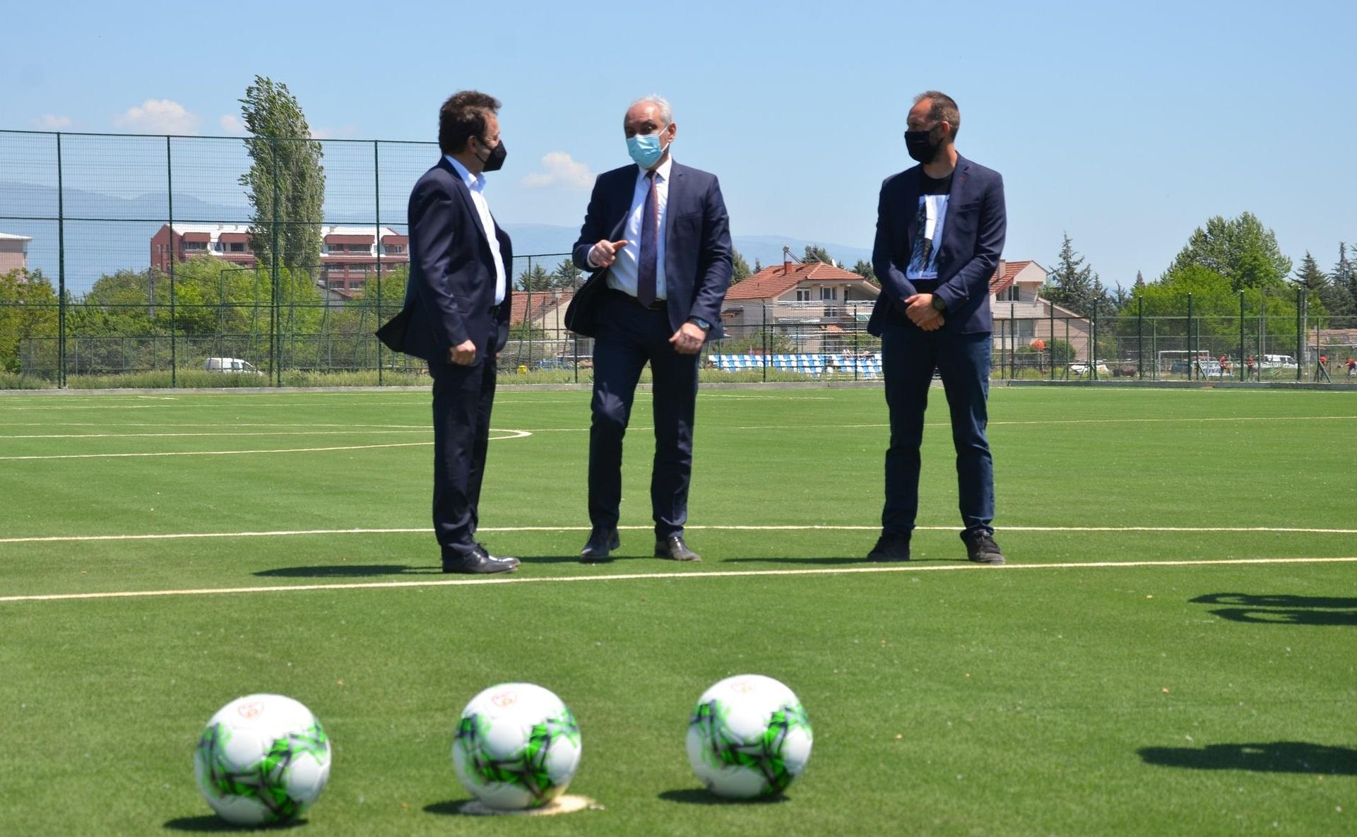 Струмица доби ново фудбалско игралиште со вештачка трева вредно 280 илјади евра (фото)