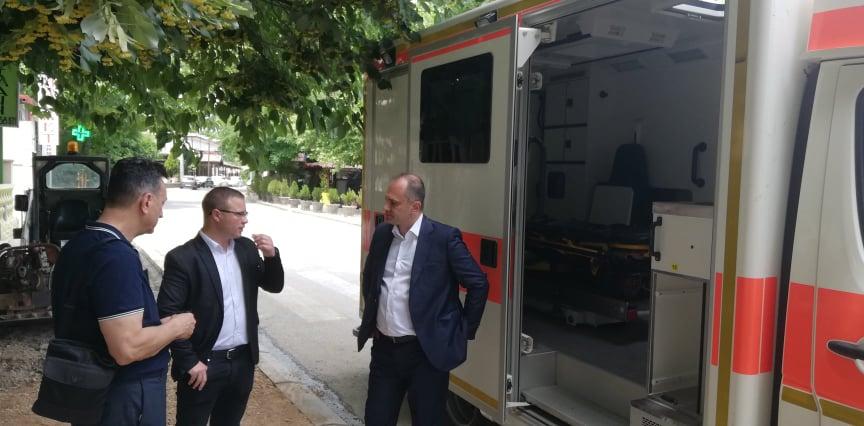 За туристичката сезона во Дојран ќе има 24 часовна здравствена заштита, општината доби донација амбулантно возило (фото)